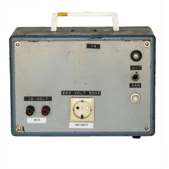 Spanningsomvormer 12Volt in 220 Volt uit_W3R9020