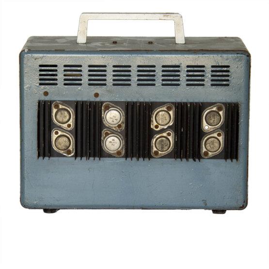 Spanningsomvormer 12Volt in 220 Volt uit_W3R9021