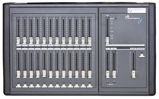 Strand-Lighting-LX-12ch_W3R8071